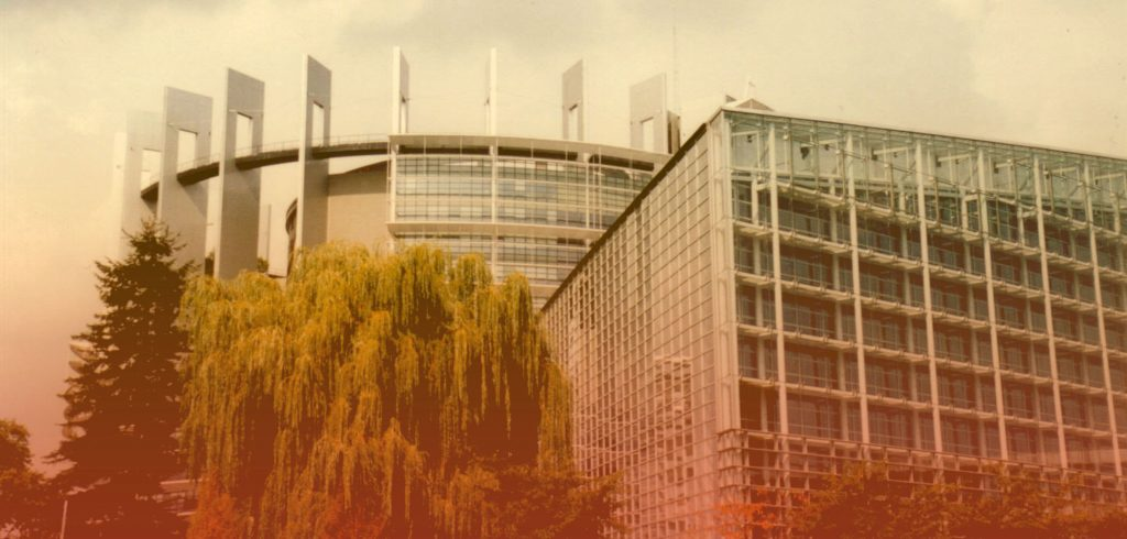 The EU parliament building in Bruxelles, symbolizing Europe for the payment methods analysis